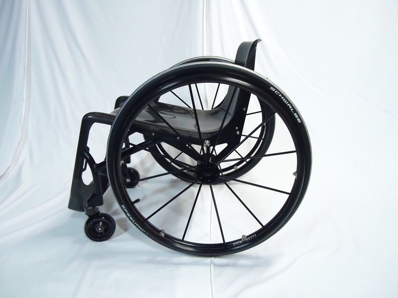 折りたたみ式 カーボン車椅子